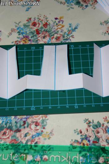 Les Sporniketeries (bustier avec tour de cou p4) - Page 2 20070610_confection_jupe_04